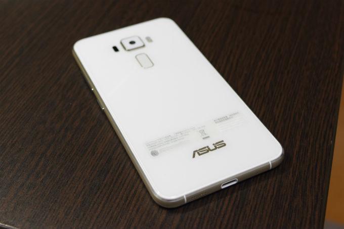Zenfone3 背面