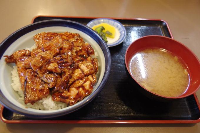 ドライブインいとう 豚丼(漬物・みそ汁付)