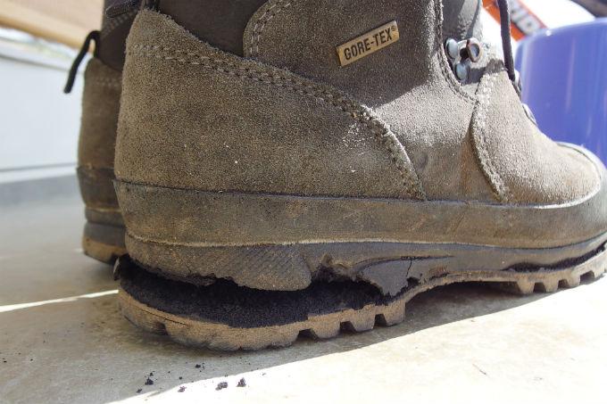 登山靴 加水分解